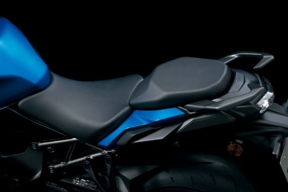 GSX-S1000GT_M2_Seat