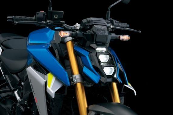 GSX-S1000_M2_Headlights_High