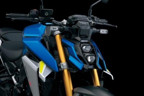 GSX-S1000_M2_Headlights_Off