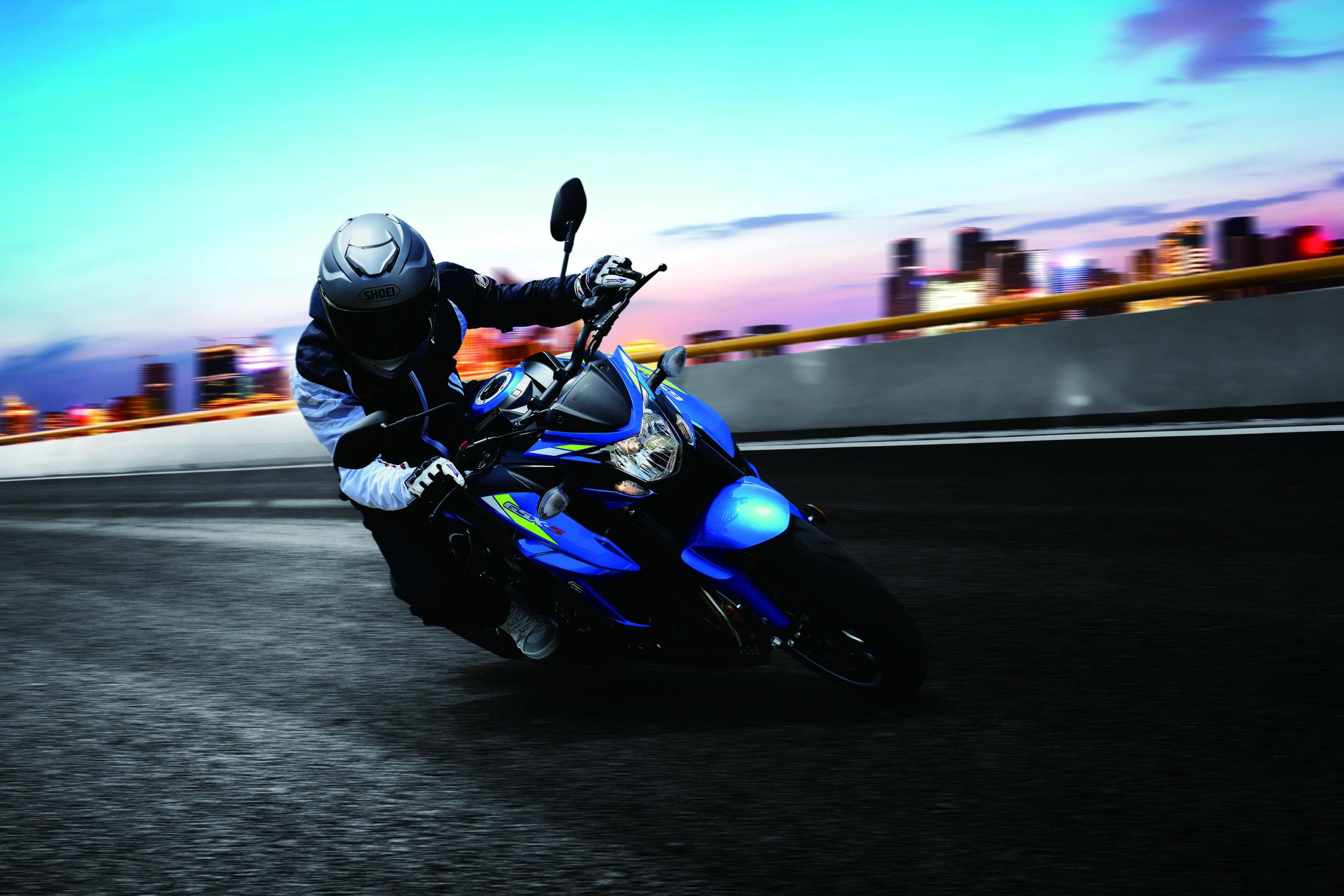 Suzuki-Blue-GSX750-Street